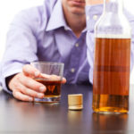 ТОП-5 способов, как можно помочь алкоголику бросить пить, если он этого не хочет