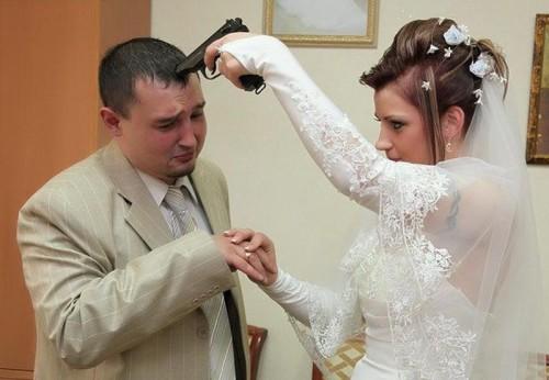 Девушка заставляет парня жениться