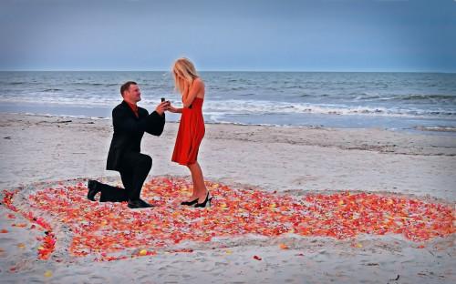 Парень делает оригинальное и красивое предложение своей девушке