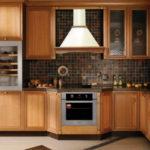 Как правильно почистить вытяжку на кухне