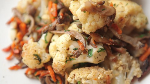 Блюдо из цветной капусты с грибами