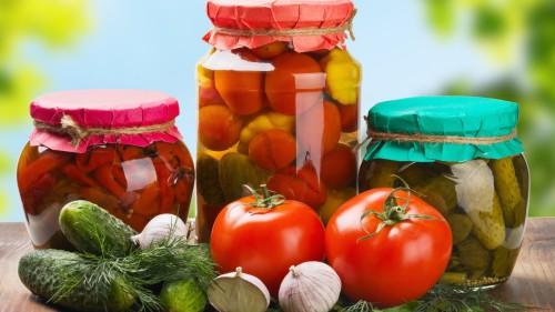 Маринованные помидоры, огурцы и перцы