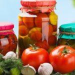 Как правильно мариновать помидоры на зиму в банках с уксусом: 5 лучших способов