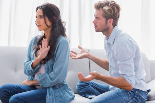 Девушка не хочет общаться с молодым человеком