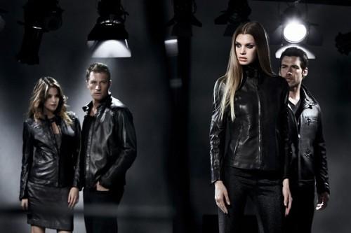 Парни и девушки в кожаных куртках