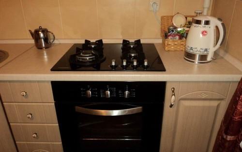 Газовая плита на кухне квартиры