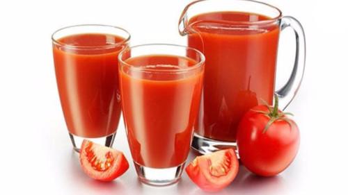 Томатный сок в стаканах