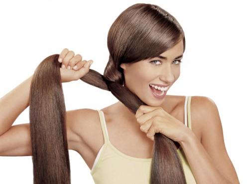 Девушка с крепкими и красивыми волосами