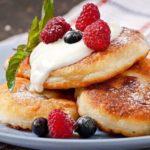 Как приготовить нежные и вкусные сырники из творога в духовке: 5 лучших способов